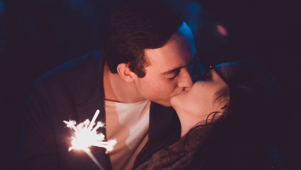 6 Zodiac Signs Who Are A Good Kisser As Per Astrology